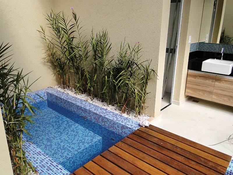 Piscina em espa os pequenos revestimento ciment cio Fotos piscinas para espacios pequenos